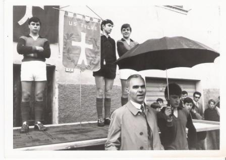 aprile 1970 inaugurazione gagliardetto us telve piazza maggiore. fiorenzo trentin vittorio pecoraro renzo rigon remo segnan nunzio franzoi